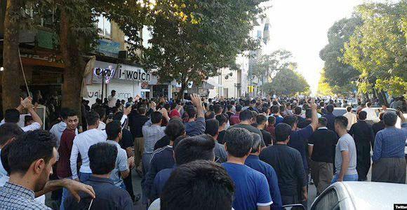 تظاهرات در مريوان عليه حمله ی ترکيه به کردهای سوريه