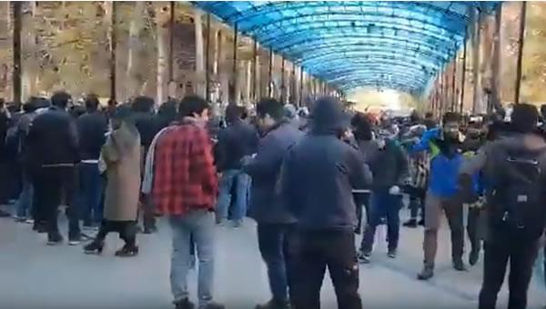 تظاهرات دانشجويان